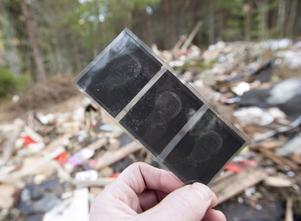 En hel del gamla negativ finns bland avfallet i Hillevik.