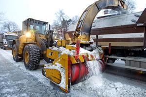 Arbete pågår. Sedan veckan innan jul har man arbetat med att forsla bort alla snövallar.
