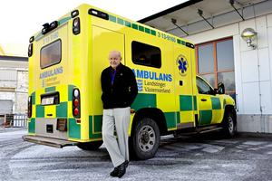 Som transportkonsulent i Landstinget Västernorrland har Berndt Forsberg från Sundsvall varit med om att bygga upp länets ambulanssjukvård. I februari 2016 fyller verksamheten 40 år.
