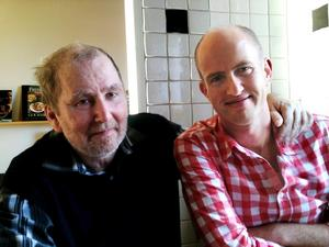 Daniel Normans pappa John dog efter att en infektion spridit sig i blodet. Nu anmäler Daniel sjukhuset till Socialstyrelsen.