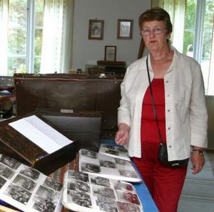 Borgsjö hembygdsförening lägger sin fotografisamling på dator.Florence Savander