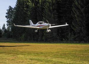 Lättviktsplanet Dynamic WT-9 är extremt bränslesnålt. Det drar bara ungefär 0,8 liter bensin per mil.
