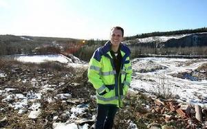 Christian Olhans, verksamhetschef vid Fågelmyra, på kanten till området som görs i ordning till deponiyta.– Vi kommer att ta emot avfall som ska deponeras från hela Dalarna, säger han. Men Llänsstyrelsens miljötillstånd har överklagats av boende i Sör