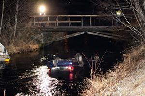 Männens bil hamnade i vattendraget mellan Hyttdammen och Lilla Ulvsjön.