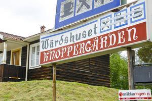 Anrika Knoppergården är till salu sedan ett år tillbaka.