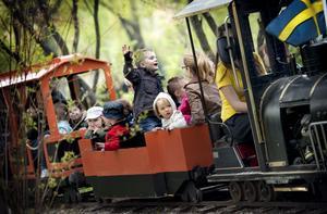 Lilleputtåget var ett populärt inslag i valborgsfirandet.