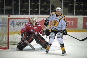 I spel fem mot fem höll Jonatan Bjurö fick se sig överlistad två gånger i powerplay på onsdagen – men hann också med en hel drös räddningar.