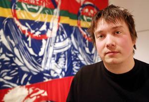 – Den samiska konsten har fastnat i den romantiserade bilden av livet från förr. Det är det som säljer, något som turister vill ha. Det ger pengar, men för min del ger det inget för själen, säger Anders Sunna.