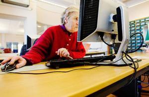 Släktforskare Ingrid Mattsson från Lit hör till stamgästerna i landsarkivets forskningssalar.