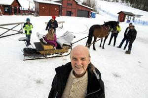Sven Jonsson från Sidsjön har alltid nya projekt på gång. Efter att ha köpt en rissla i Norrhassel erbjuder han slädfärder vid Sidsjöbacken.