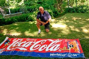 VM-klenod. När Kenneth Loinder var på fotbolls-VM i USA 1994 passade han på att ta hem en souvenir från en av matcherna. foto: Niclas Bergwall