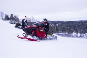 Snön yrde vid målgången efter i snitt en minuts körning i teknikbanan.
