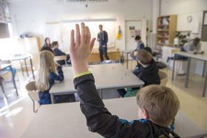 Moderaterna vill satsa på skolan och säger sig värna lärarna. Därför vill Saila Quicklund och Tomas Tobé höja läraryrkets status.
