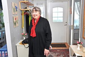 BERÖM. Mary Larsson, som bor på Tjärdalsvägen i Tobo, har bara goda saker att säga om hyresvärdarna. Liksom flera andra hyresgäster tycker hon dock att lägenheten är kall.