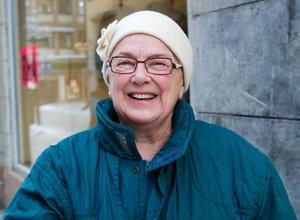 Gun Hedström, Lugnvik–Närheten är viktigast och jag handlar när jag besöker mina släktingar inne i Östersund och på Frösön. Då spar jag onödiga utgifter eftersom det är dyrt med bensinen så slår jag två flugor i en smäll.