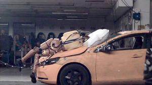 Volvo förutspår att fotgängarkrockkudden kommer reducera allvarliga personskador.