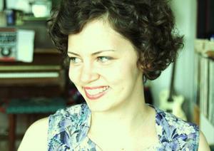 Sofia Henricsson, även känd som Slow Fox, gör vemodig country från Västerbotten.
