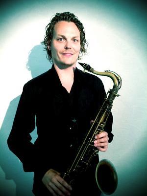 Henrik Gad kommer med sin kvartett till Metropol i Härnösand 27 november. De spelar även i Örnsköldsvik den 29 november. Henrik Gad är uppvuxen i Härnösand.