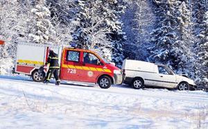 Personbilen, som kom uppifrån Copperhill, lyckades inte ta kurvan utan körde rakt fram och kolliderade då med den mötande lastbilen. Dessbättre blev det inga allvarliga skador.