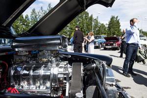 Det gick att hitta både stora och små motorer. Här en V8 med kompressor.