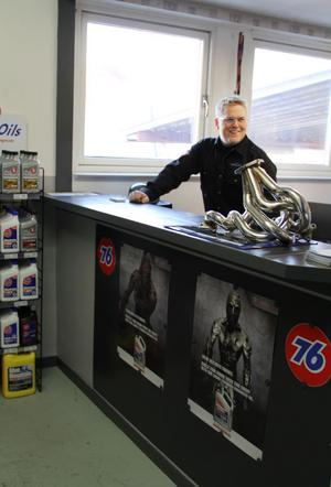 Martin Pettersson är ansvarig för reservdelsbiten inom företaget och är nu i full färd med att ordningsställa den lagerbutik man tänker öppna i vår.