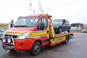 De utsatta bilarna bärgades till BMW-verkstaden i Falun under onsdagen.