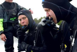 Det tog tid för Lotta att få rätta bettet kring munstycket men det gick bättre sedan Anders tipsat henne om att inte prata under vattnet.