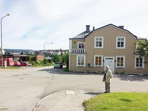 Bland den forne stadsarkitektens favorithus finns trähuset som förre trädgårdmästaren och fotografen Viktor Lundgren lät uppföra på Artellerigatan i mitten av 1800-talet.
