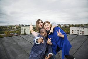 Kodjo Akolor, Gina Dirawi och Linnea Henriksson leder årets upplaga av