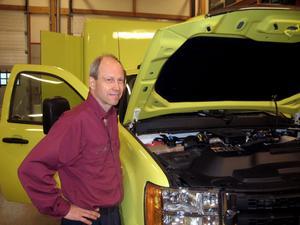 Bengt Olsson berättar att företaget har byggt ambulanser sedan början av 90-talet. Och Chevrolet-modellen är de ensamma om att tillverka.