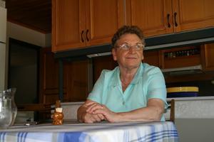 Ulla Karlsson hade bara kontanter när hon skulle åka buss till Köping för att hälsa på sjuke maken Lennart. Då blev det ingen biljett för Västmanlands lokaltrafik har sedan 1 oktober 2009 helt kontantfritt på sina bussar.