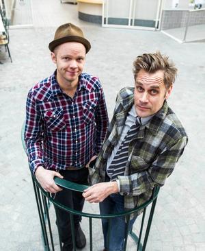 Olof Wretling och Sven Björklund har inte fastnat i skulpturen på Kulturmagasinet utan tänker sig att uppträda i Tonhallen på söndag.