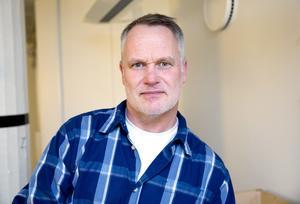Daniel Lindström, vid kriminalunderrättelsetjänsten, uppger att polisen inte ser någon hotbild mot El Awad.