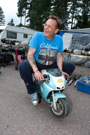 Per-Erik Persson från Stockholm rensade garaget och sålde grejorna under Mopedernas Woodstock.