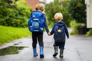 På väg till förskolan och resan till vuxenlivet. Alla barn förtjänar att ha samma rättigheter och möjligheter oavsett kön. FOTO: Håkon Mosvold Larsen