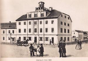 Kvarteret låg vid nuvarande Stortorget. Där inrymdes Sveriges första realgymnasium.