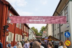 Wadköping är en livlig oas i Örebro. Här är det matmarknad som lockar.