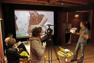 Mer filminspelning i Västernorrland? Här pitchar Gunnar Jensen  sin filmidé i en kortfilmstävling hos Film Västernorrland. Bild: Lasse Hallberg