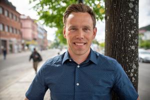 Jonas Viklund, 37 år, artikel koordinator, Jättendal.– Det blir att umgås med familjen. Barnen brukar dansa runt midsommarstången och självklart ska vi äta god mat.
