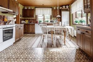 Kök med gott om plats. Foto: Emelie Larsson