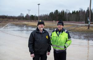 Åke Halvarsson och Rolf Åström har kämpar för att få till en hållbar bana på Rolandshof – men på måndagen fick de ge upp.