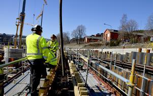 Totalt 1 300 kubikmeter betong och 260 betongtransporter kommer att gå åt innan muren är klar.