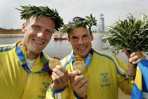 Henrik Nilsson och Markus Oscarsson med guldmedaljerna från Aten-OS.