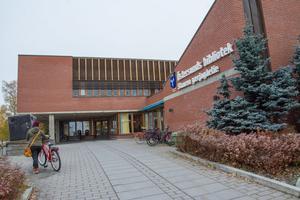 Ett av förslagen är att dra ned på antalet biblioteksanställda.