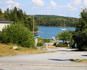 Byggs husen i Pershagen får de nyinflyttade nära till vattnet och därmed en extra fin boendemiljö.