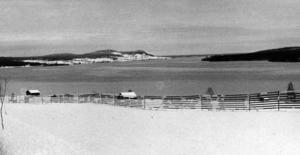 Vy över Alsensjön bort mot Röde 1960. Vad namnet Alsen betyder är höljt i dunkel, enligt de flesta ortsnamnsforskare.