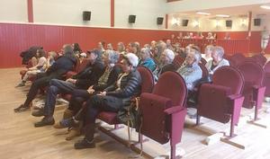 Cirka 60 personer kom till Folkets hus i Ytterhogdal. Foto: Solveig Haugen