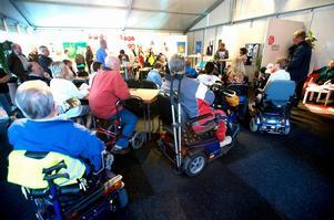 Samres, p-tillstånd, skatt för förtidspensionärer diskuterades när handikapporganisationerna frågade ut politikerna i valtältet Foto:Kjell Jansson