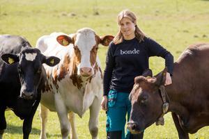 Anette Gustawson och andra lantbrukare har rätt att känna sig trygga i sitt arbete, slippa trakasserier och hot, och slippa vara rädda för att bli attackerade av djurrättsaktivister. Lagarna måste därför skärpas för den här typen av brott. Foto: Stig-Göran Nilsson.