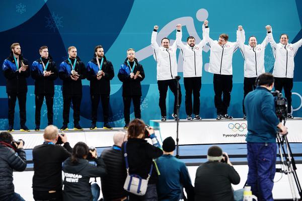 Lag Niklas Edin föll i curlingfinalen och fick därmed se det amerikanska laget kliva överst på prispallen. För Sverige var det första gången sedan 1924 ett herrlag tog sig till final i OS. Bild: Jon Olav Nesvold/Bildbyrån